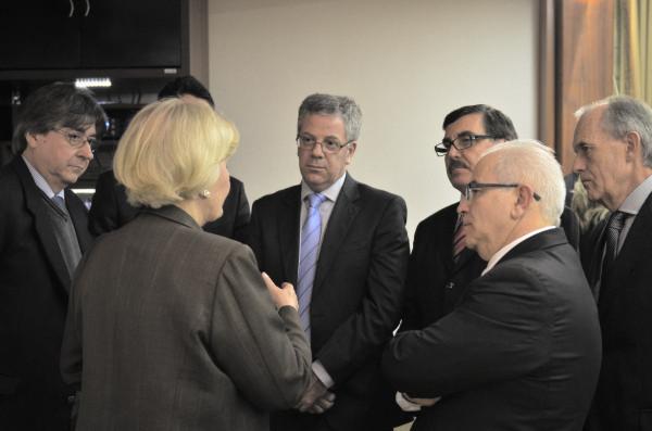 Ana Amélia conversa com dirigentes e gestores