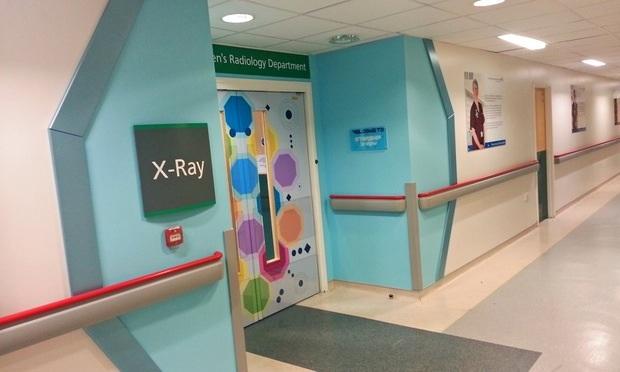Uma atmosfera mais lúdica em hospital de Manchester, Inglaterra