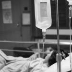 Cidade de Nova York processa profissional de saúde por dormir no trabalho