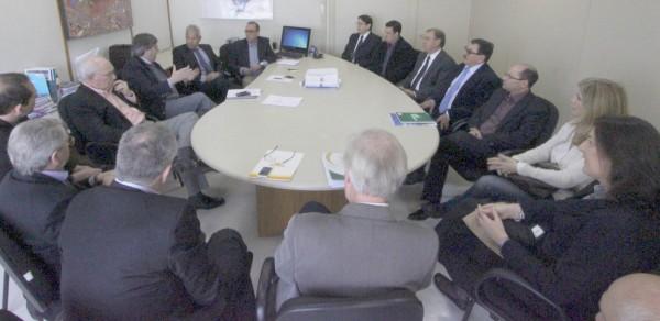 Representação política, uma das forças do Sistema Fehosul. Audiência com o secretário de Saúde, João Gabbardo realizada no mês de setembro