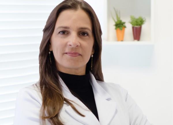 Segundo a a cirurgiã dentista do CTCAN, Alexandra Silveira, má higiene bucal e traumas constantes na mucosa da boca são consideradas fatores que predispõem ao câncer bucal