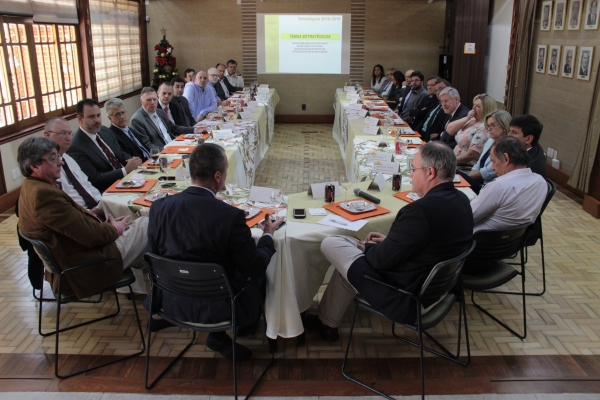 Cerca de 30 dirigentes e lideranças do setor da saúde de Porto Alegre se reuniram com o futuro secretário Erno Harzheim