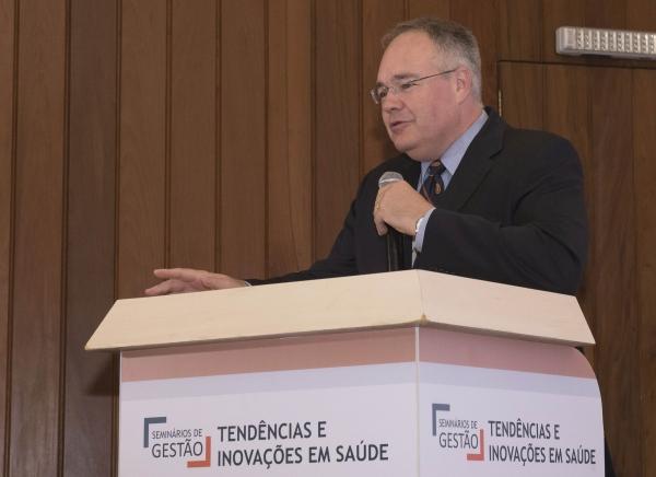Presidente do Sindihospa agradeceu a presença do público ao final do Tendências e Inovações em Saúde