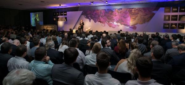 Cerca de 2 mil pessoas presentes na abertura do Fórum da Liberdade em Porto Alegre