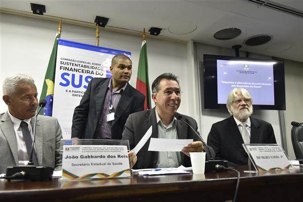 Foto Marcelo Bertani . Agência ALRS.Joao gabardo dos reis e deputado Valdeci de Oliveira