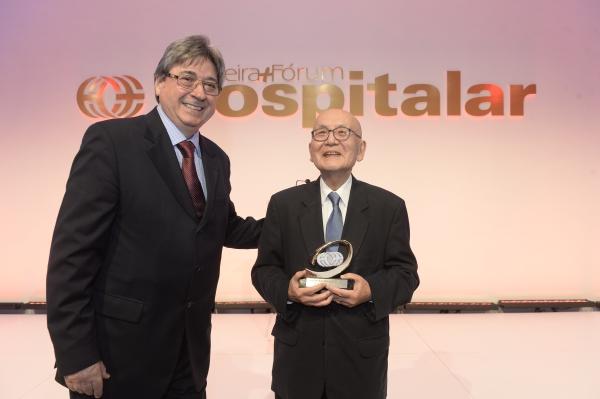 Vice presidente da ONA, Cláudio Allgayer, com Moriguchi