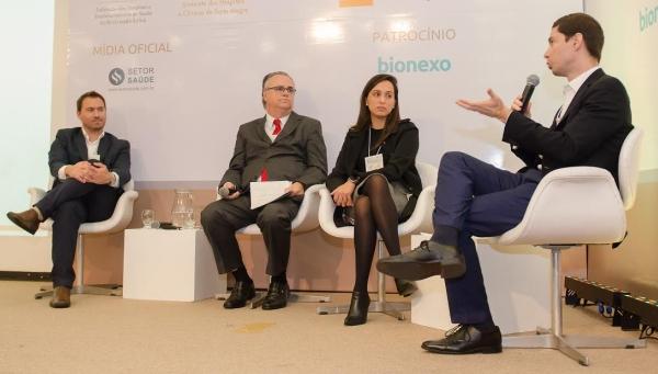 Debatedores da mesa PRODUTIVIDADE E MELHORIA DOS PROCESSOS EM CENTRO CIRÚRGICO