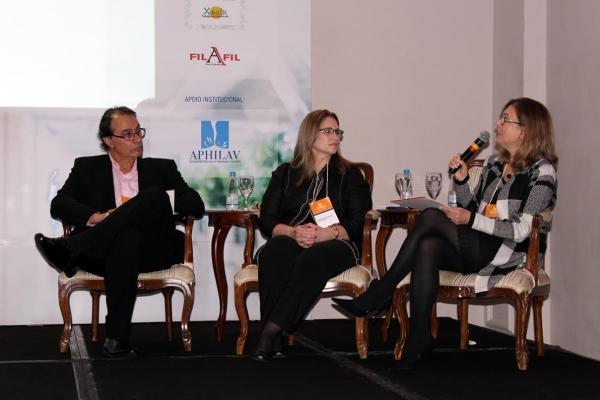 Marco Fossati e Elide Zordan (centro) em debate sobre desospitalização (Foto Mateus Frizzo)