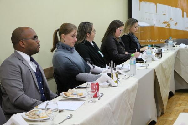 Representantes de entidades e de hospitais na sede da FEHOSUL