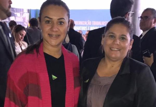 Diretora executiva da CNS, Simone Costa e a assessora parlamentar da entidade, Dulci Tiné