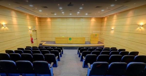 Moderno auditório da Oncologia Centenário, para cursos e meetings médicos
