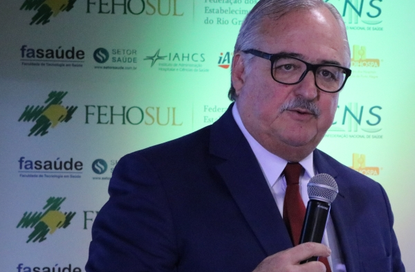 Vice-presidente licenciado da FEHOSUL, Pedro Westphalen, defendeu o engajamento do setor da saúde para enfrentar dificuldades