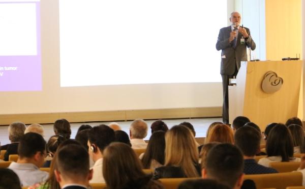 """Gustav von Shulthess, ministrou a palestra """"PET-CT em oncologia: estratégias tecnológicas e clínicas para alcançar melhores resultados"""""""