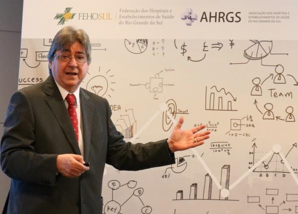 Presidente da FEHOSUL, Dr. Cláudio José Allgayer