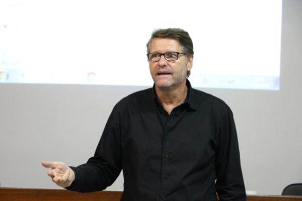 Doutor Paulo Petry, responsável pelos cursos de pós-graduação e extensão da Fasaúde/IAHCS