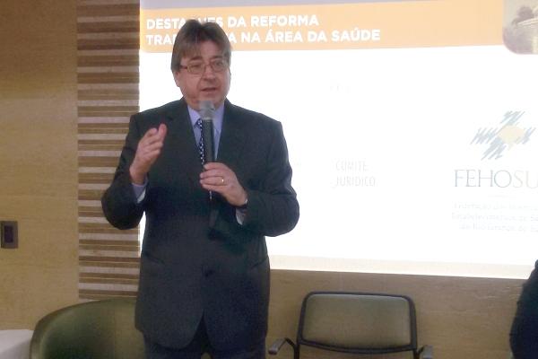 Allgayer é presidente do Sistema FEHOSUL e vice-presidente da CNS, com sede em Brasília