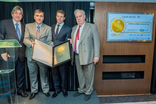 Hospital Unimed Caxias do Sul, de Caixas do Sul – Rio Grande do Sul, representado pelo Senhor Carlos André Tarrio Gandara,acreditado pela IAC IQG