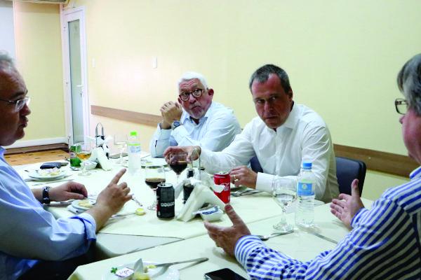 Chazan, Djeddah, Erno e Allgayer conversaram na sede da FEHOSUL, dia 8