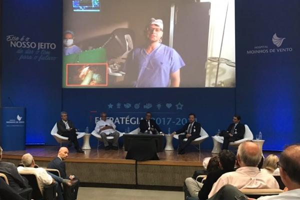Com transmissão ao vivo, Moinhos de Vento realiza cirurgia robótica em paciente com câncer