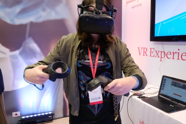 Jornalistas puderam testar a tecnologia de realidade virtual na J&J Institute