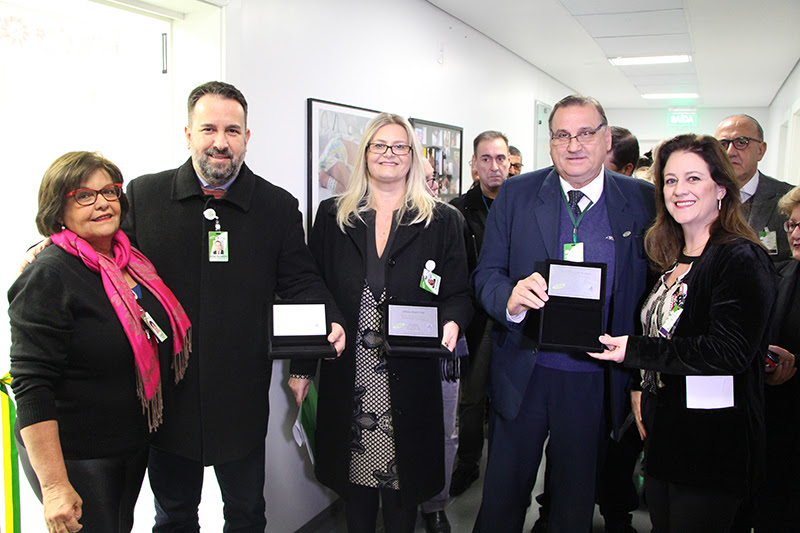 Diretores do GHC recebem homenagem dos médicos da unidade