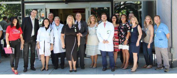 Diretores e gestores com funcionários do Fêmina