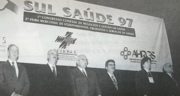 Ministro da Saúde em 1997, Carlos Albuquerque prestigiou a abertura do Sul Saúde