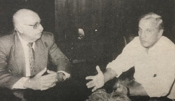 Ilso Menegás com secretário estadual de saúde, Germano Bonow (1980)