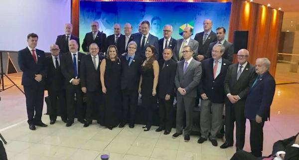 Diretoria da CNSaúde posa para foto oficial