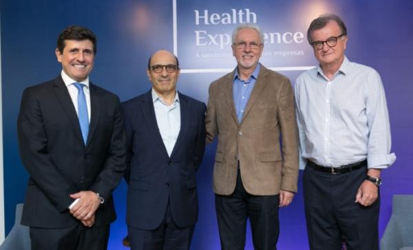 Os palestrantes Eugênio Mussak e José Galló com as lideranças do Hospital e Bradesco