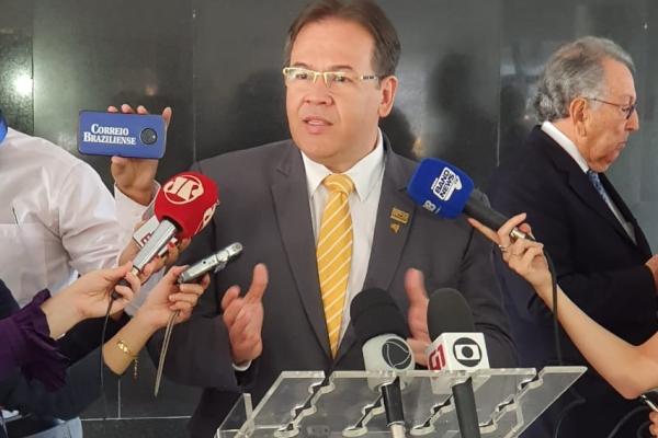 Presidente da CNSaúde, Breno Monteiro, atendeu veículos de comunicação após entrega da Carta de Apoio