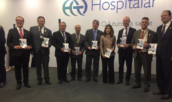 Lideranças da saúde prestigiaram o lançamento da publicação da ONA na Feira Hospitalar 2019