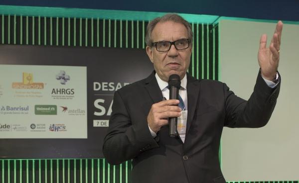 Presidente da International Hospital Federation (IHF - Federação Internacional de Hospitais) e do Colégio Brasileiro de Executivos da Saúde (CBEXs), Francisco Balestrin, no evento Seminários de Gestão: Desafios da Saúde.