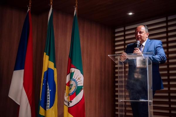 Fernando Lorenz de Azevedo no coquetel de inauguração realizado no dia 23