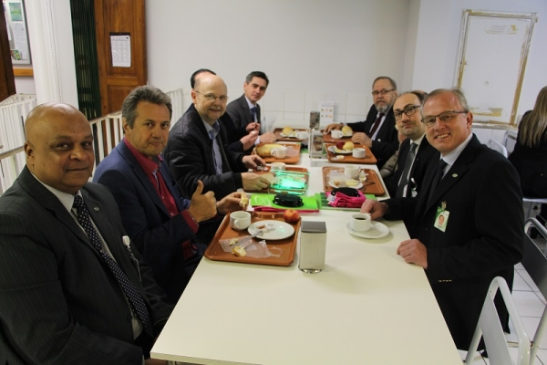 Parlamentares com direção e funcionários do GHC