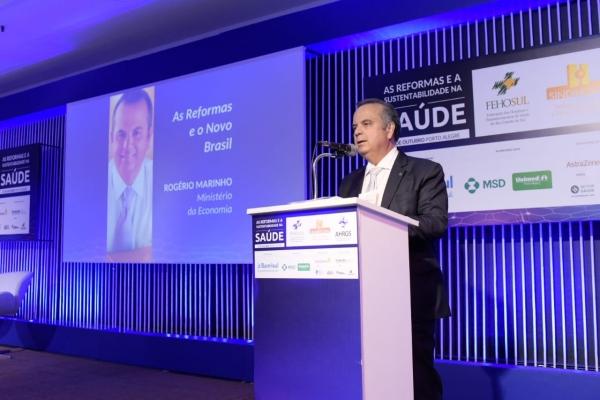 Rogério Marinho palestrou em evento da FEHOSUL na tarde do dia 21