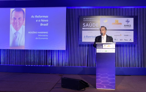 Rogério Marinho palestrou em evento da FEHOSUL, em Porto Alegre