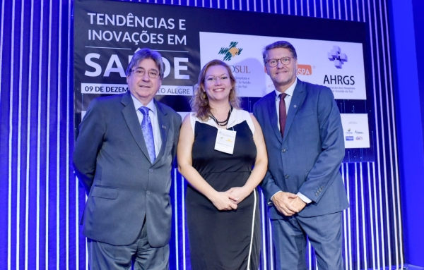 Presidente da FEHOSUL, Cláudio Allgayer, Nactacha e Paulo Petry (Comissão Científica e condução do Seminários de Gestão)