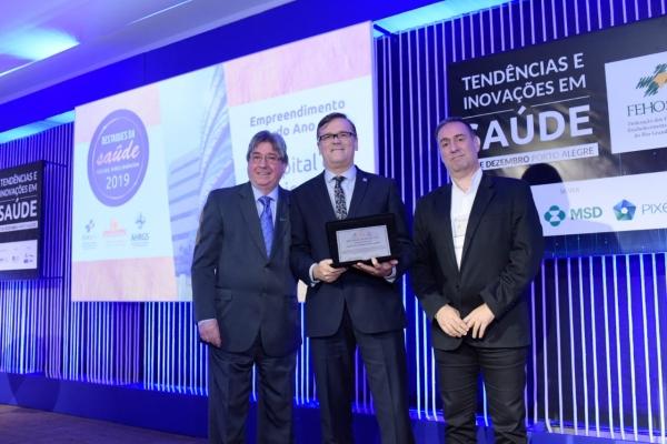 Hospital foi receber prêmio Destaques da Saúde 2019 na categoria Empreendimento do Ano