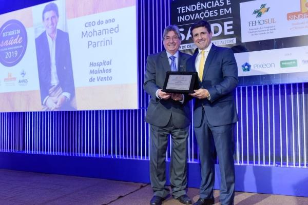 Parrini foi homenageado pela FEHOSUL/AHRGS e SINDIHOSPA com CEO do Ano