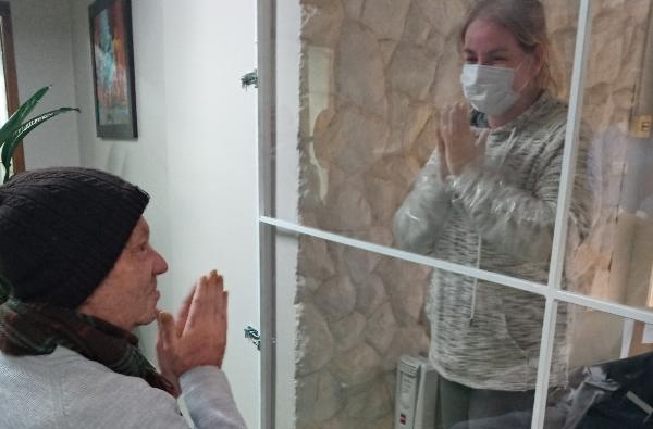 Casa de Repouso Elisa Tramontina cria espaço para visitação segura_